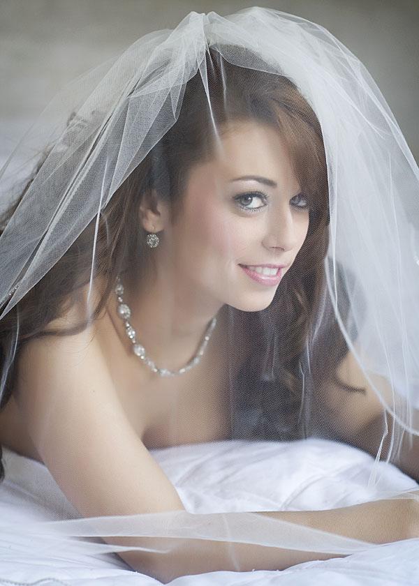 Noivas e vestidos deslumbrantes ..penteados ..joiasn ( ou por ai perto ) - Página 2 Bridal-boudoir-session-anchorage-ak-boudoir-photographer
